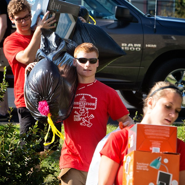 Orientation Committee members helped new students move-in Saturday
