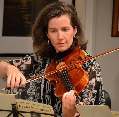 Photo of Allyson Fleck playing viola