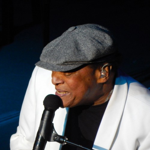 Photo of Al Jarreau '62 performing