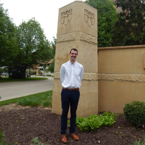Photo of Lincoln Wurtz in front of Mayo Clinic sign