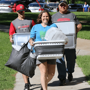 A family helps move their son into Scott Hall during first-year move-in day.